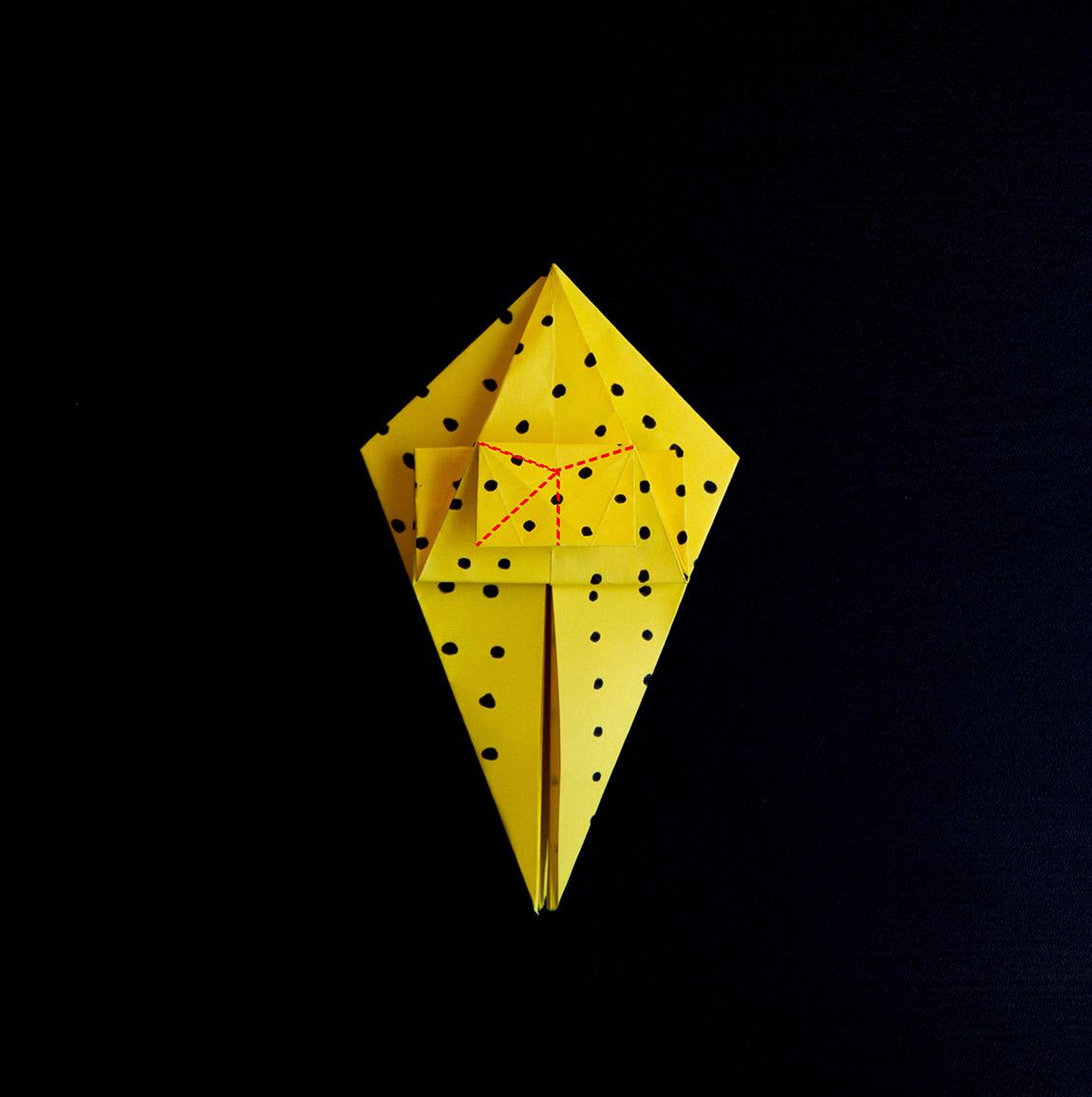 Pince pour créer un triangle derrière